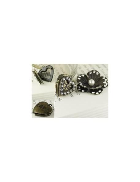 Prima Marketing Tiny Treasures Vintage Trinkets Metal Charms, Flower & Heart